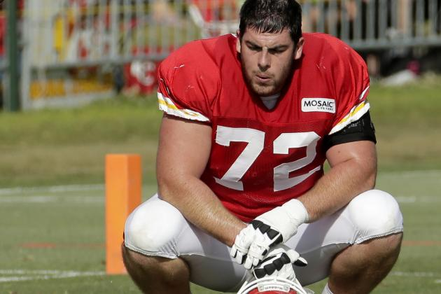Chiefs Tackle Fisher Is Playing Hurt, but He Needs to Be Pushed