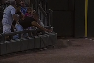 White Sox Fan Uses Cup to Haul in Bouncing Foul Ba…
