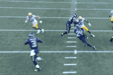 Russell Wilson Throws Touchdown vs. Packers on Fake Read-Option