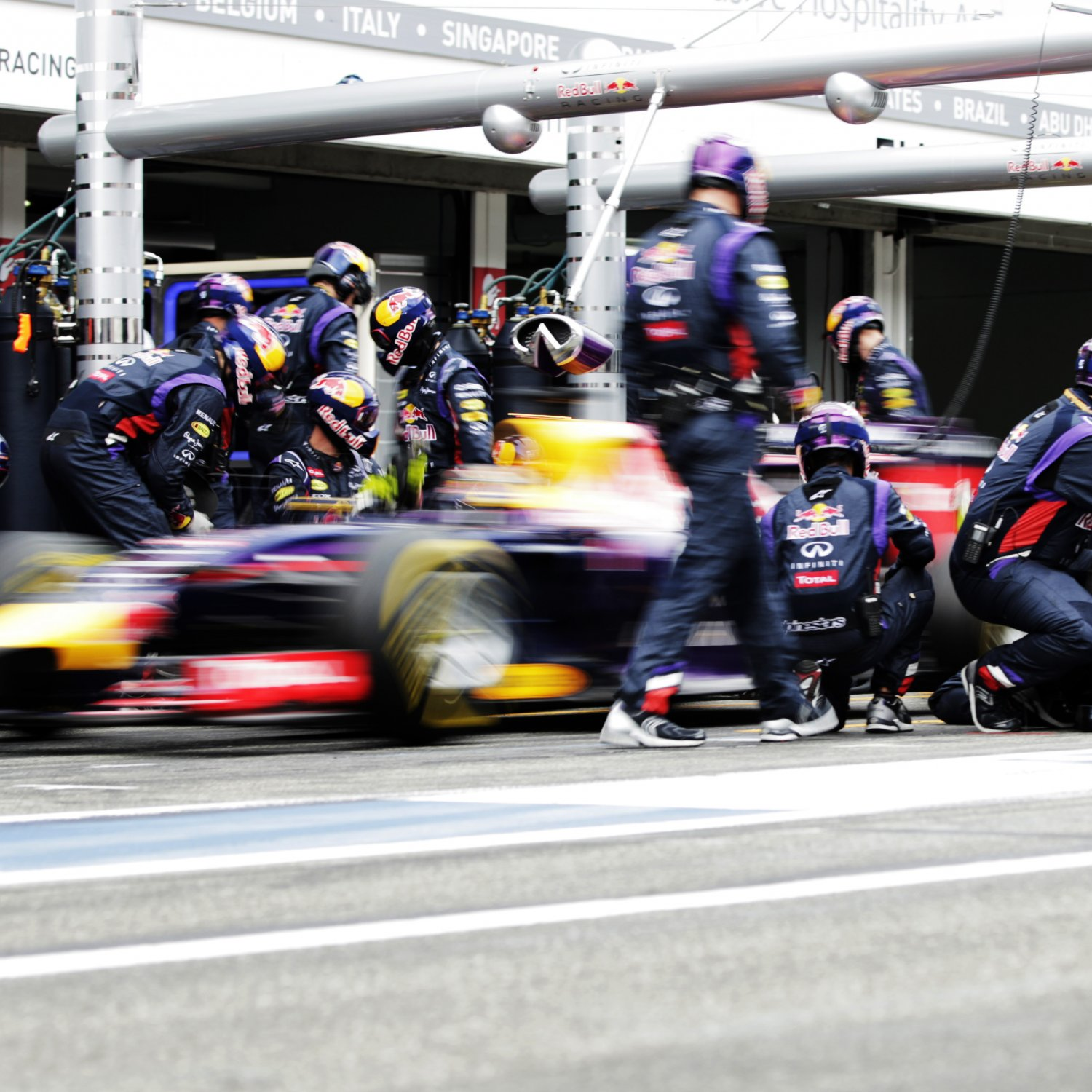 The Evolution Of Formula 1 Pit Stops: Speed And
