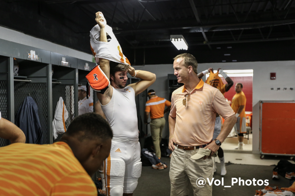 Peyton Manning Stops By Tennessee Locker Room Before Game