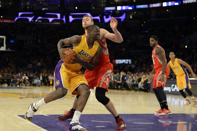 How Lakers' Julius Randle Broke His Leg and What's Next for Recovery, Rehab