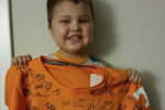 Vols Sign Kid's Jersey Before Chemo Appointment