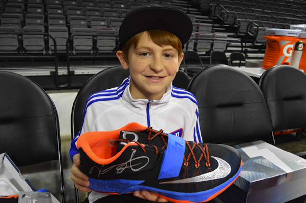 Kevin Durant Gives Pair Of Shoes To Fan Who Had KDs Stolen Right Off Feet