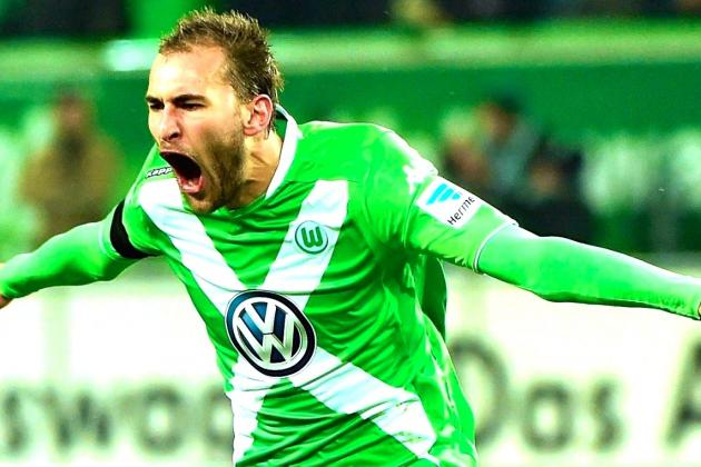 The 28-year old son of father (?) and mother(?), 196 cm tall Bas Dost in 2017 photo