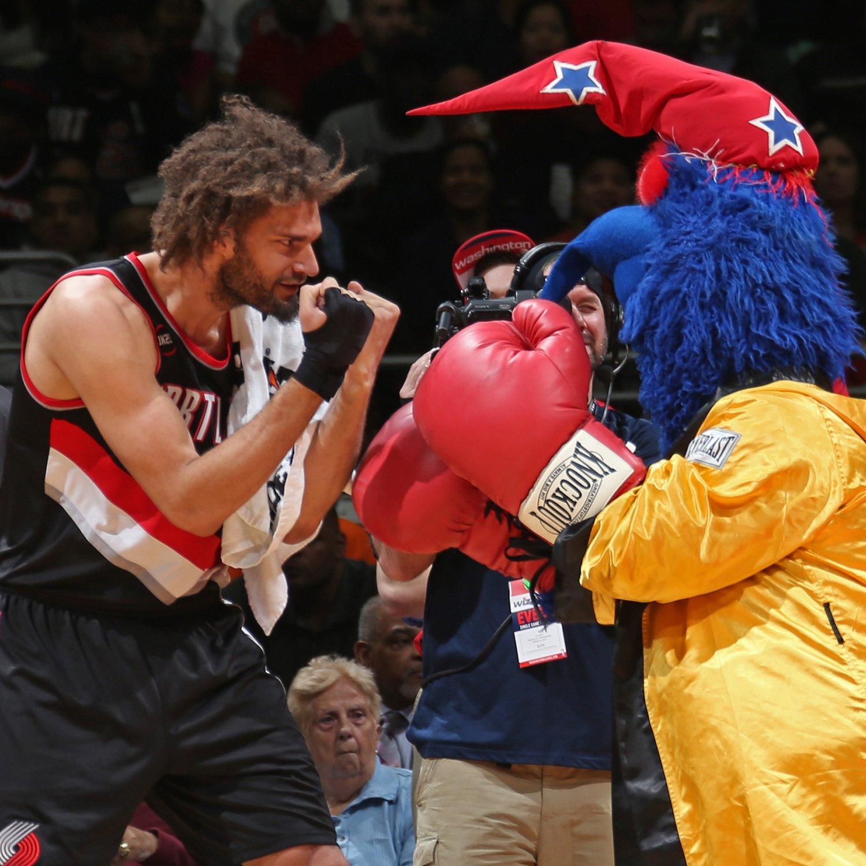 Blazers Mascot: Robin Lopez Can't Stop Terrorizing NBA Mascots