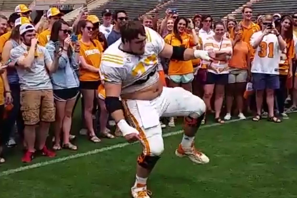 tennessee ol breaks out 39 the whip 39 dance at student. Black Bedroom Furniture Sets. Home Design Ideas