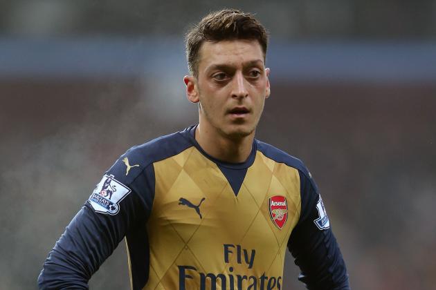Mesut Ozil, Dennis Bergkamp Comparisons Are 'Nonsense,' Says Jamie Carragher
