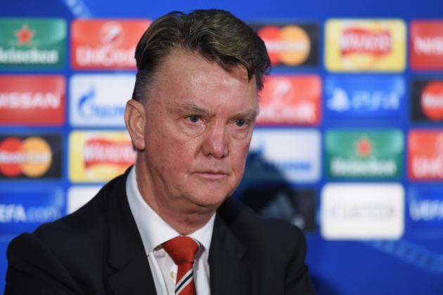 Louis van Gaal Gives Journalist Friendly Slap After Ashley Cole Transfer Query