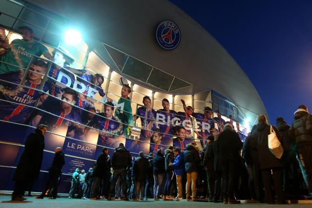 Chelsea Fans Reportedly Sprayed with Tear Gas by Police During PSG Match