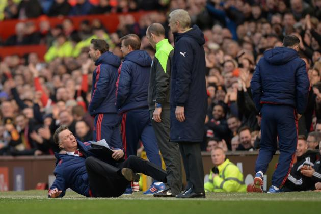 Louis van Gaal Throws Himself to the Floor to Insinuate Alexis Sanchez Dive