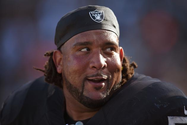 Donald Penn Re-Signs with Oakland Raiders