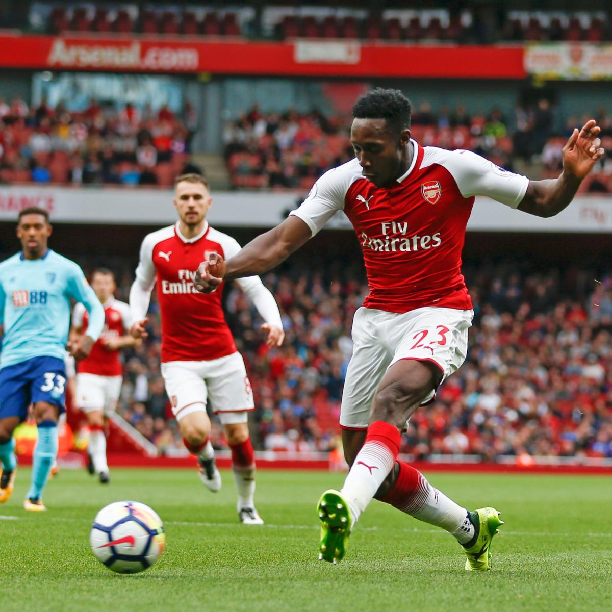 Arsenal's Danny Welbeck Stretchered off with Serious Leg Injury vs. Sporting