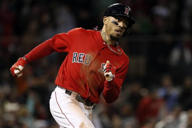 Mookie Betts Exits Game vs. Mets with Side Injury