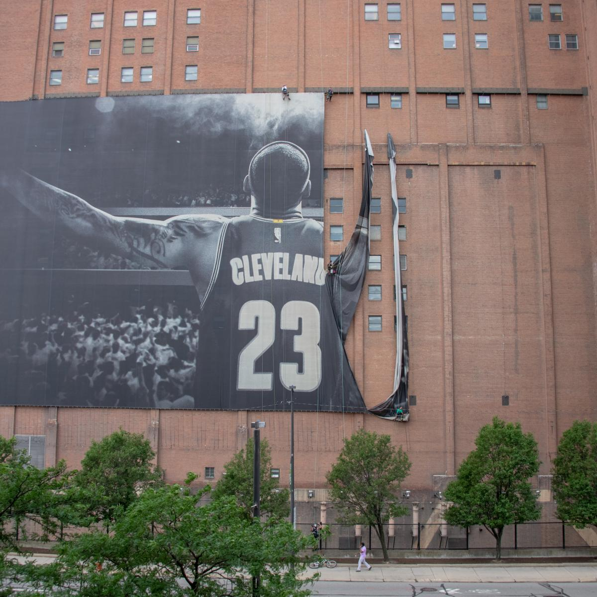 Cleveland's LeBron James Mural to Be Replaced by 'Guardian of Traffic' Collage