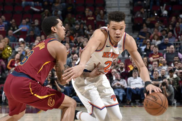 Watch Knicks' Kevin Knox Put Ben Simmons on Poster with Vicious 2-Handed Dunk