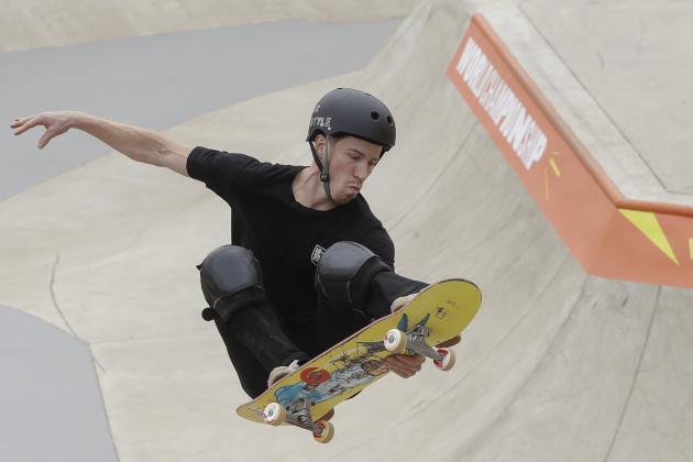 Shaun White Narrowly Advances to Semifinals at World Skateboarding Championships