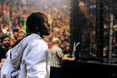 WWE: 7 Ways Elimination Chamber Can Top WrestleMania