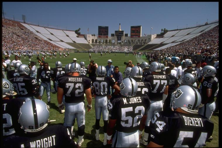 Oakland Raiders: 7 Reasons to Move Back to Los Angeles