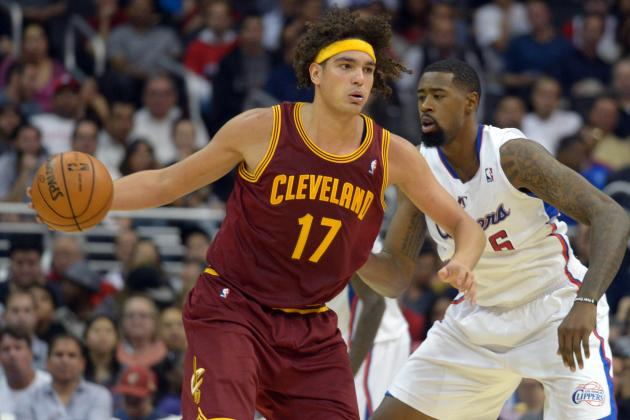 Pros and Cons of Cleveland Cavaliers Keeping Anderson Varejao