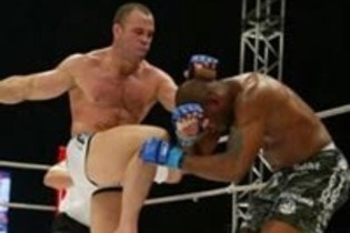 5 More UFC Fighters Using Nasty Knees