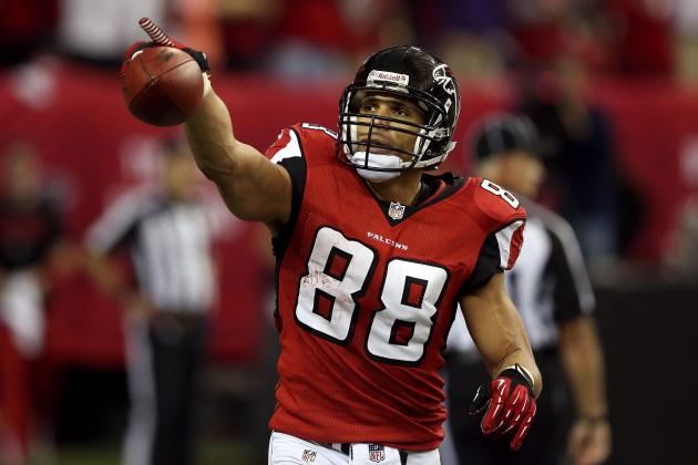 Weighing the Pros and Cons of Tony Gonzalez's Pending Retirement Decision