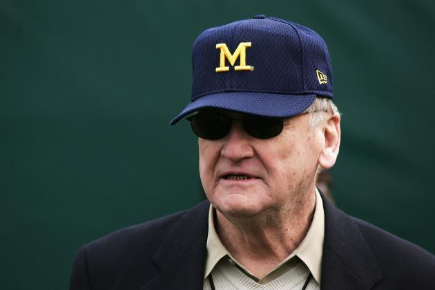 10 College Football Legends Who Deserve a Statue