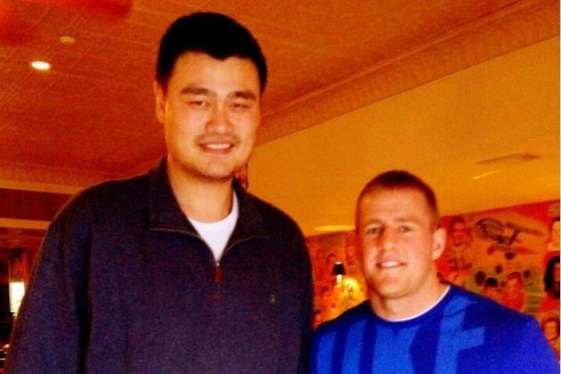 15 Pictures of Yao Ming Making Tall People Look Short