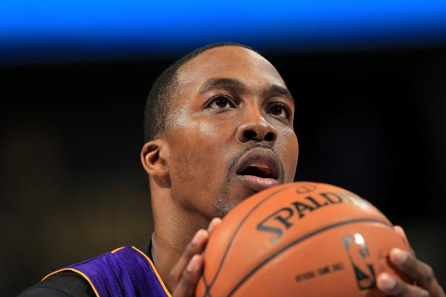 Pros and Cons of Los Angeles Lakers Committing to Dwight Howard Long-Term