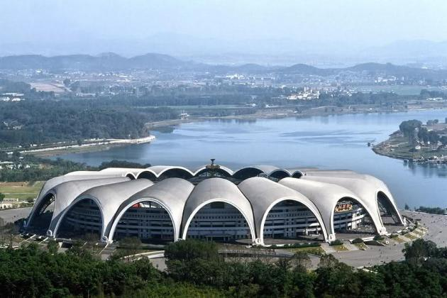 15 Foreign Cities and Stadiums That Would Be Great for College Football Games