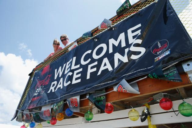 10 Hysterical Pictures of Fans at NASCAR Races