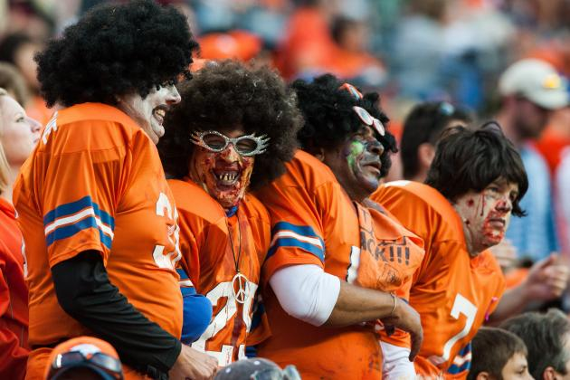 RITUALES DE SANGRE - Página 15 Hi-res-186057513-four-broncos-fans-dressed-in-halloween-costumes-laugh_crop_north