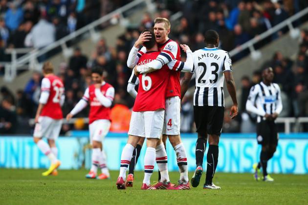 Premier League Team of the Week: Willian, Mertesacker and Huddlestone Star