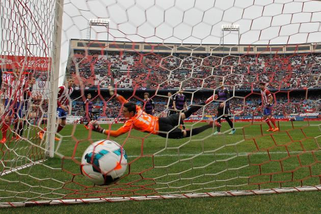 Goalkeeping Howlers Among the Biggest World Football Blunders of the Weekend