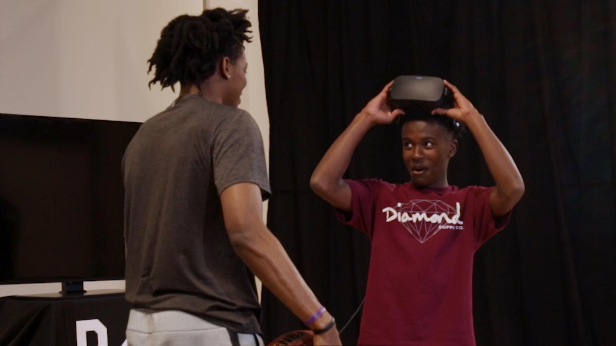 Kings PG De'Aaron Fox Shocks Fans After Virtual Reality Experience
