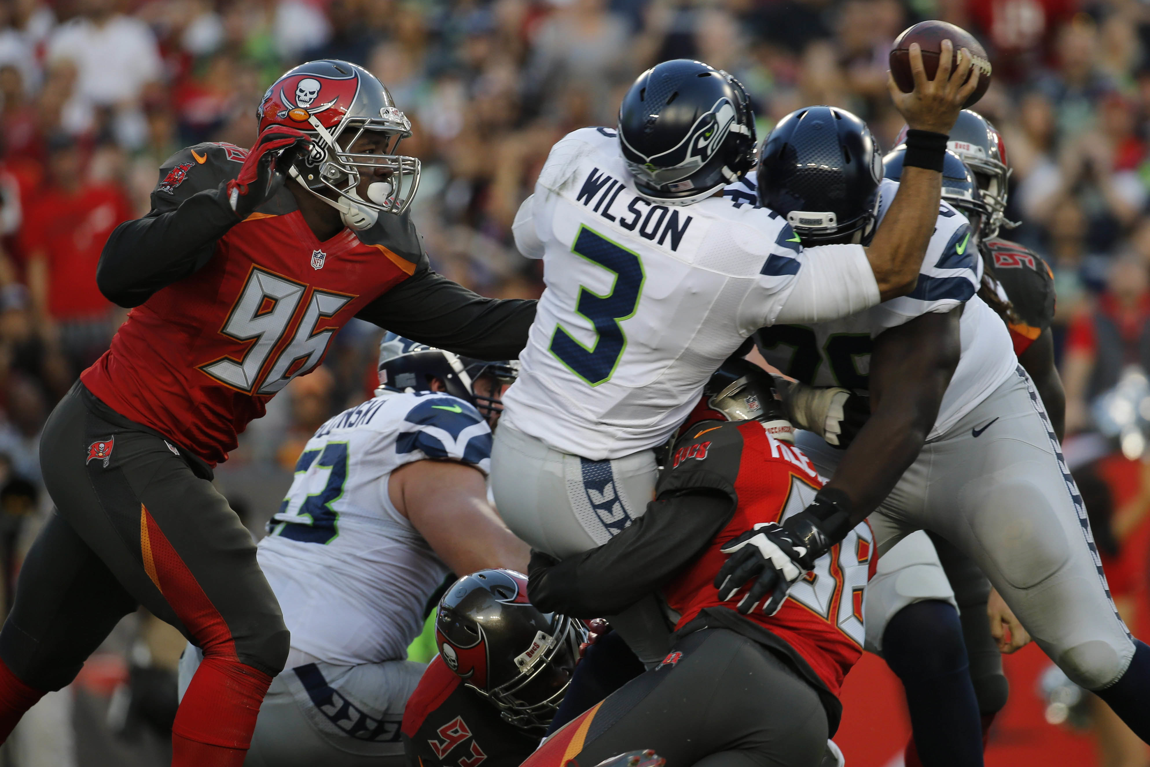 Bucs use early scores, great defense to beat Seahawks