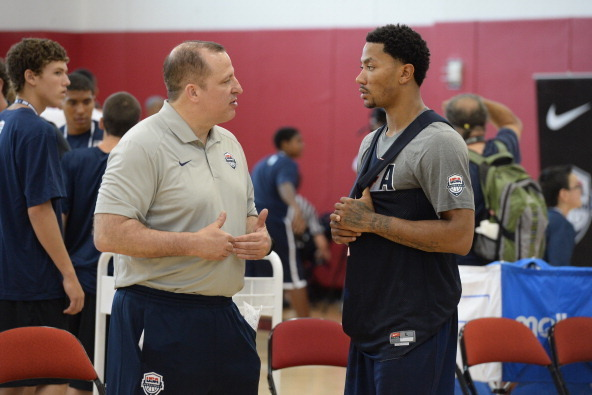 cbbe1e2344e9 Bulls head coach Tom Thibodeau and Derrick Rose talking during a Team USA  practice session.