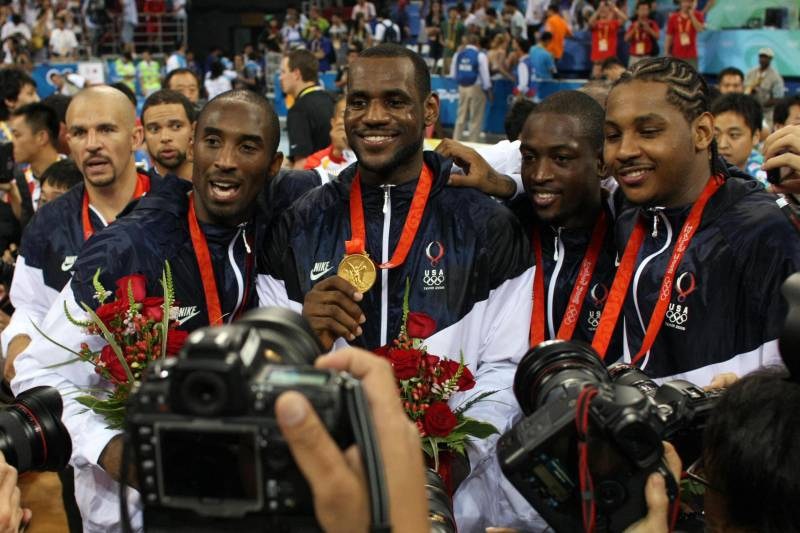 TO GO WITH AFP STORY BY MARCOS ENRIQUE (FILES) (L to R) US Jason Kidd, Kobe Bryant, LeBron James, Dwyane Wade and Carmelo Anthony pose with their medals after the men's basketball gold medal match of the Beijing 2008 Olympic Games on August 24, 2008 at th
