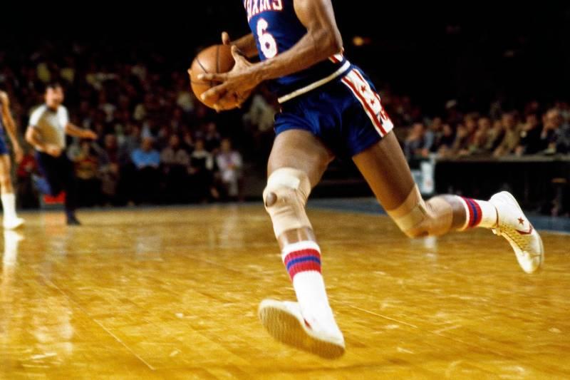 3787a708b29 MILWAUKEE - 1976  Julius Erving  6 of the Philadelphia 76ers drives to the  basket