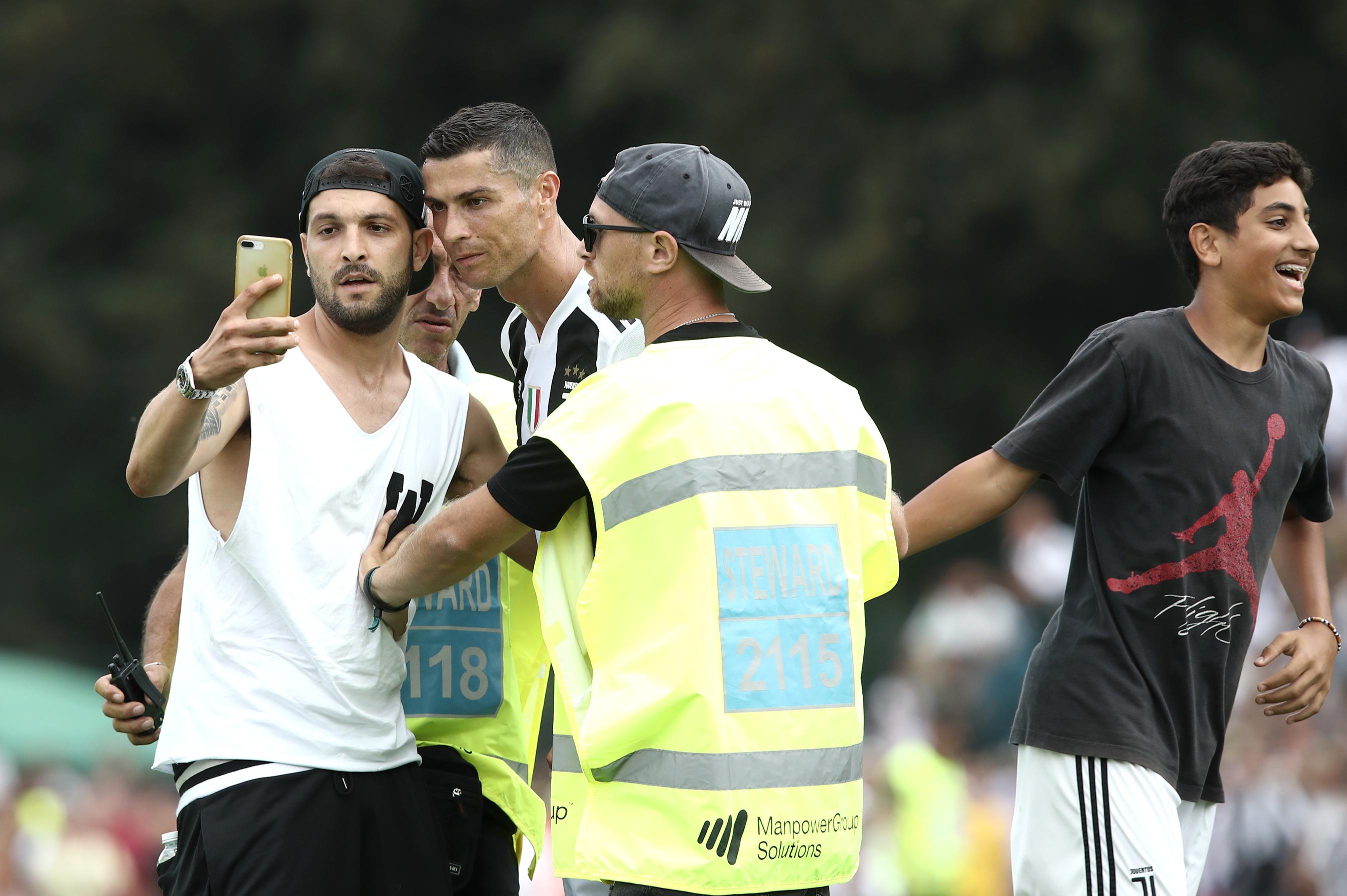 a basso prezzo più amato di bell'aspetto Cristiano Ronaldo Scores 1st Juventus Goal in Villar Perosa ...