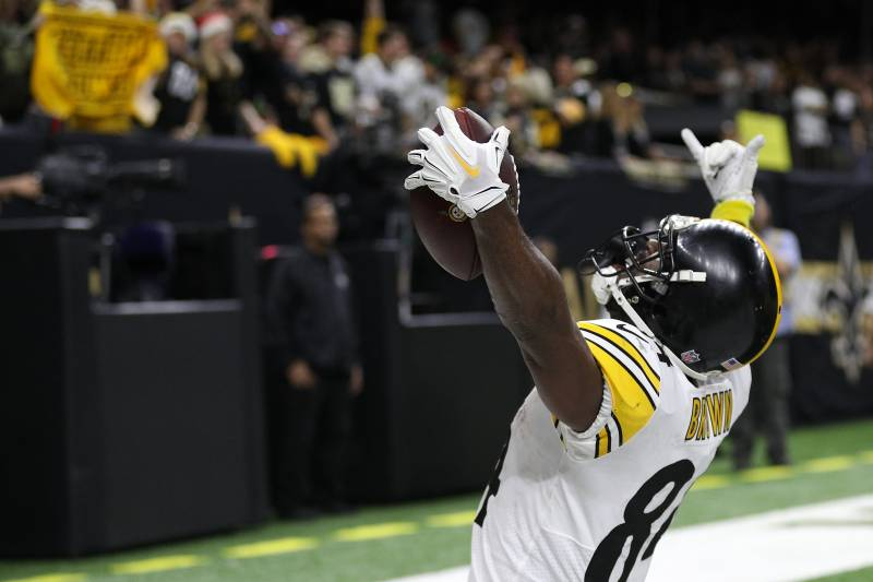NEW ORLEANS, LOUISIANA - DECEMBER 23: Antonio Brown #84 of the Pittsburgh Steelers celebrates a touchdown during the second half against the New Orleans Saints at the Mercedes-Benz Superdome on December 23, 2018 in New Orleans, Louisiana. (Photo by Chris