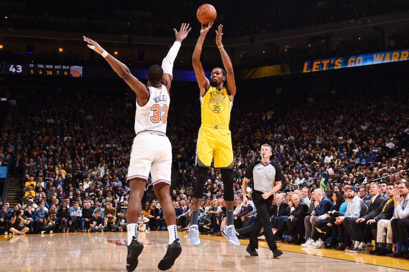 OAKLAND, CA - JANUARY 8: Kevin Durant #35 of the Golden State Warriors shoots the ball against the New York Knicks on January 8, 2019 at ORACLE Arena in Oakland, California. NOTE TO USER: User expressly acknowledges and agrees that, by downloading and or