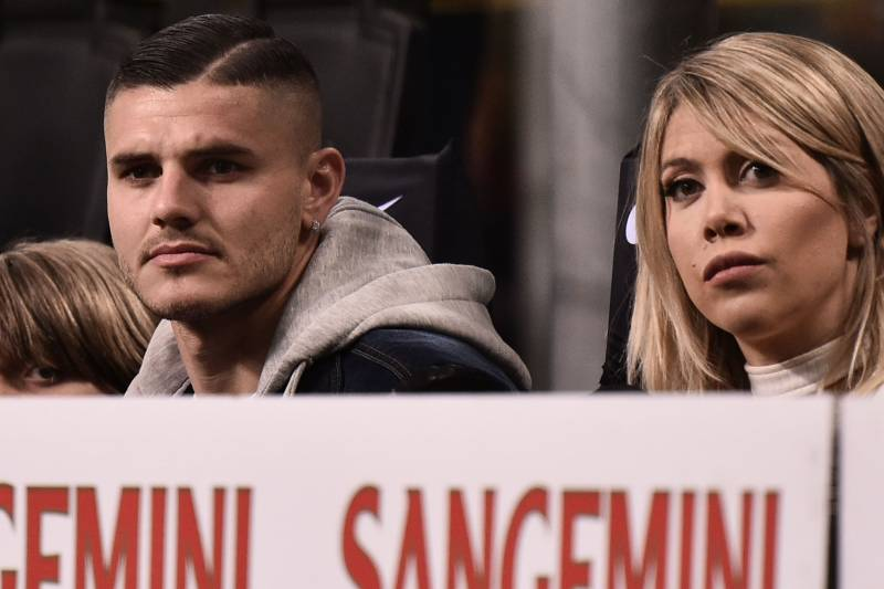 Inter Milan's Argentine forward Mauro Icardi (L) and his wife Argentine television personality, and football agent, Wanda Nara attend the Italian Serie A football match Inter Milan vs Lazio Rome on March 31, 2019 at the San Siro stadium in Milan. (Photo b