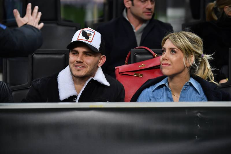 MILAN, ITALY - FEBRUARY 21: Mauro Icardi (L) and Wanda Nara look on in VIP standing during the UEFA Europa League Round of 32 Second Leg match between FC Internazionale and SK Rapid Wien at San Siro on February 21, 2019 in Milan, Italy. (Photo by Tullio P