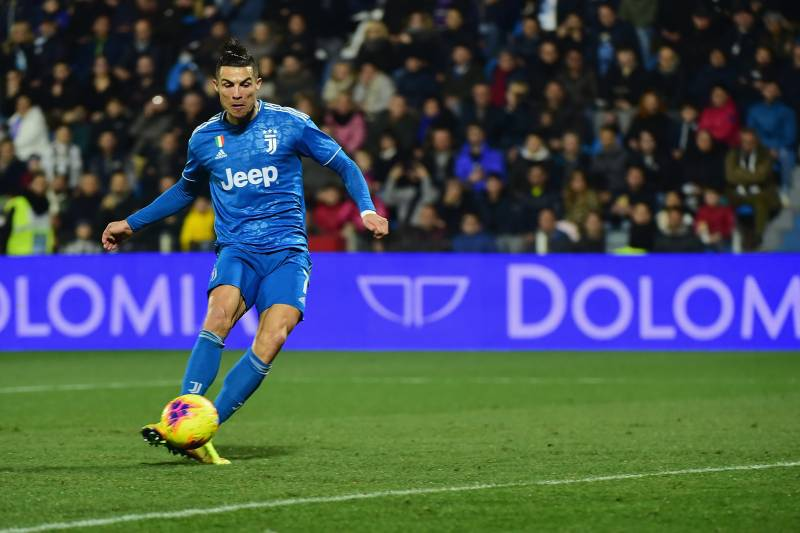 FERRARA, ITALY - FEBRUARY 22:  Cristiano Ronaldo (L) of Juventus shoots to score the first goal of his team during the Serie A match between SPAL and  Juventus at Stadio Paolo Mazza on February 22, 2020 in Ferrara, Italy.  (Photo by Pier Marco Tacca/Getty
