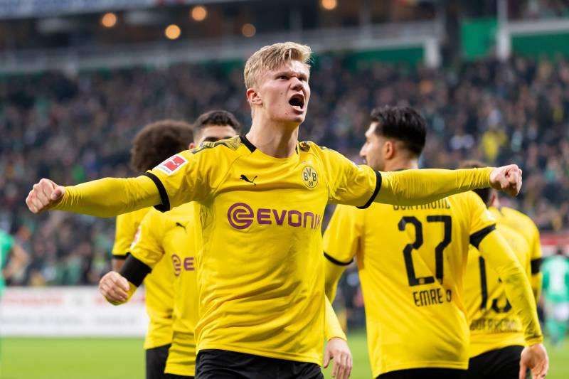 BREMEN, GERMANY - FEBRUARY 22: (BILD ZEITUNG OUT) Erling Haaland of Borussia Dortmund celebrates after scoring his team's second goal during the Bundesliga match between SV Werder Bremen and Borussia Dortmund at Wohninvest Weserstadion on February 22, 202