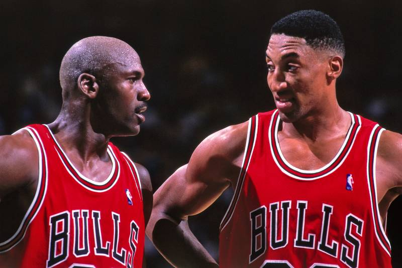 CHARLOTTE, NC - MAY 8:  Michael Jordan #23 and Scottie Pippen #33 of the Chicago Bulls huddle together against the Charlotte Hornets on May 8, 1998 at Charlotte Coliseum in Charlotte, North Carolina. NOTE TO USER: User expressly acknowledges and agrees th