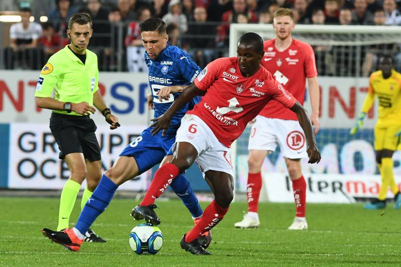 Brest's French midfielder Ibrahima Diallo (R) vies with Rennes' French midfielder Clement Grenier during the French L1 match Brest against Rennes September 14, 2019 at the Francis Le Ble stadium in Brest, western France. (Photo by Fred TANNEAU / AFP)