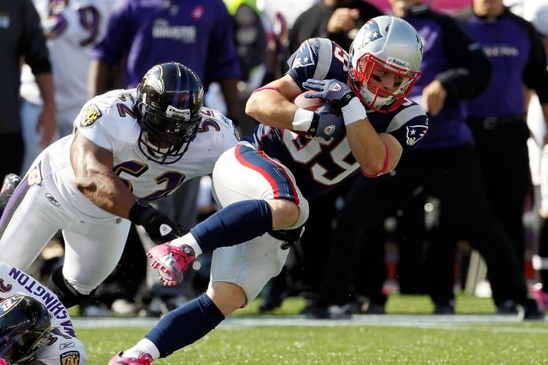 22cca615 FOXBORO, MA - OCTOBER 17: Danny Woodhead #39 of the New England Patriots