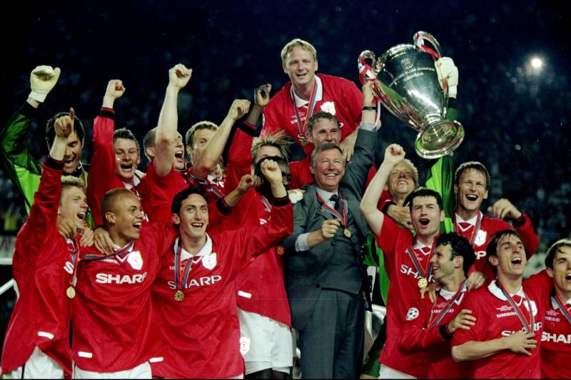 f32993c5972 26 May 1999  Manchester United celebrate with the trophy after their 2-1  victory
